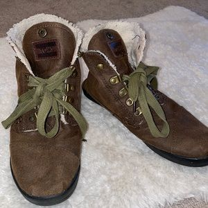Toms brown booties fleece inside with green laces size 7.5
